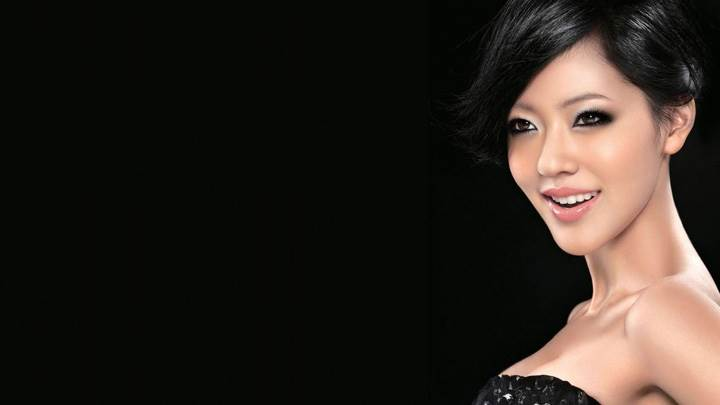 Dee Hsu Smiling Side Face In Black Dress